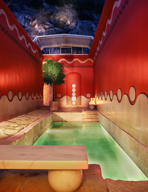 Villa Padierma red room indoor pool