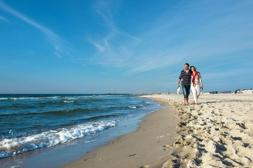 Hotel neptun spa, a couple walking along the baltic sea coast near to the hotel