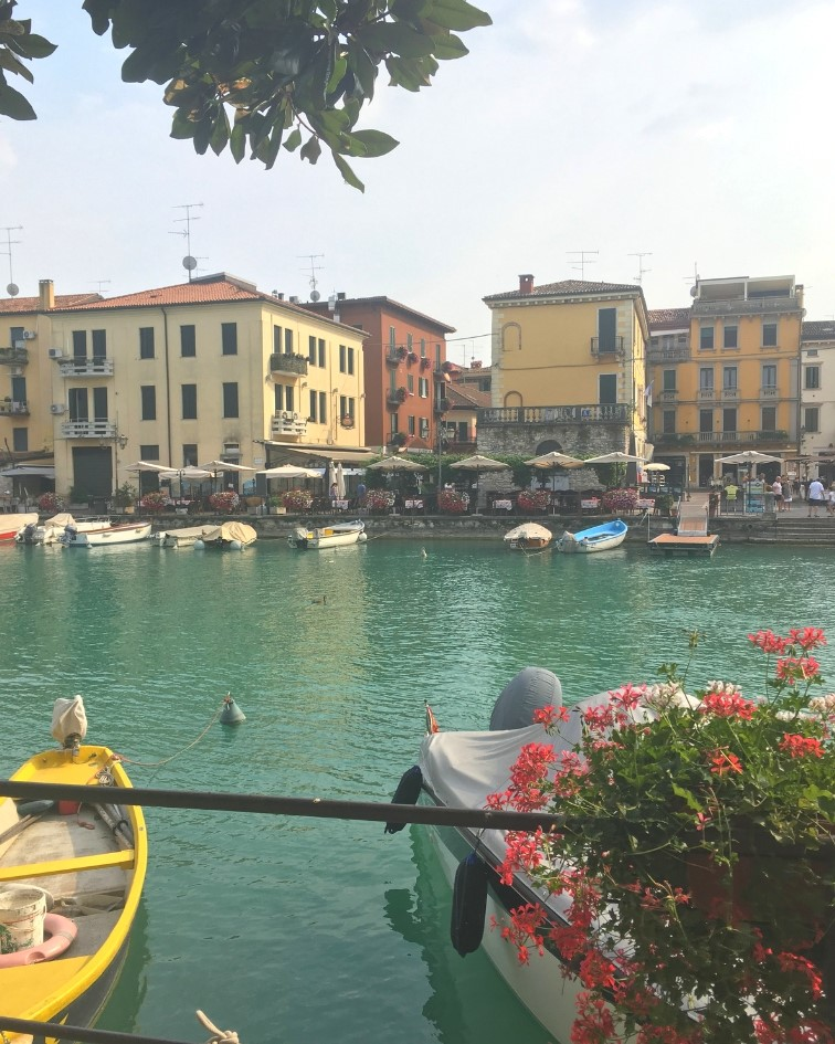 Canal flowing through Peschiera del Garda to the lake. On the last night we ate in a restaurant terrace on the other side, it was delicious. Top towns to visit in lake garda with Spadreams.