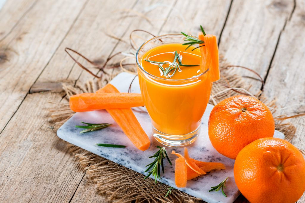 Therapeutic fasting juice made of carrots and mandarines with rosemary